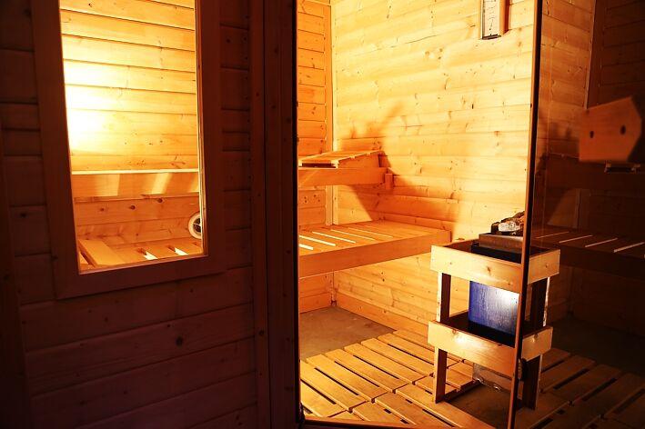 sauna f r zwei mit sternenhimmel p rchensauna als tageszimmer. Black Bedroom Furniture Sets. Home Design Ideas